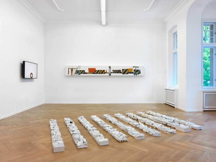 Jose Santos III, Distance between two points, Arndt Art Agency, Berlin, Installation view 2