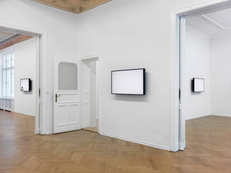Jose Santos III, Distance between two points, Arndt Art Agency, Berlin, Installation view 4